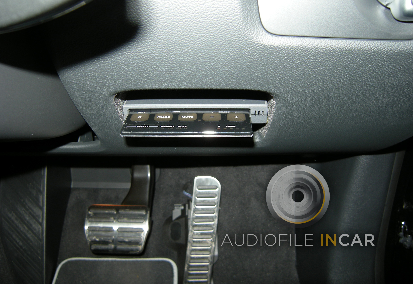 This is a Stinger Card GPS fitted in the driver's side pocket of the new Audi RS3