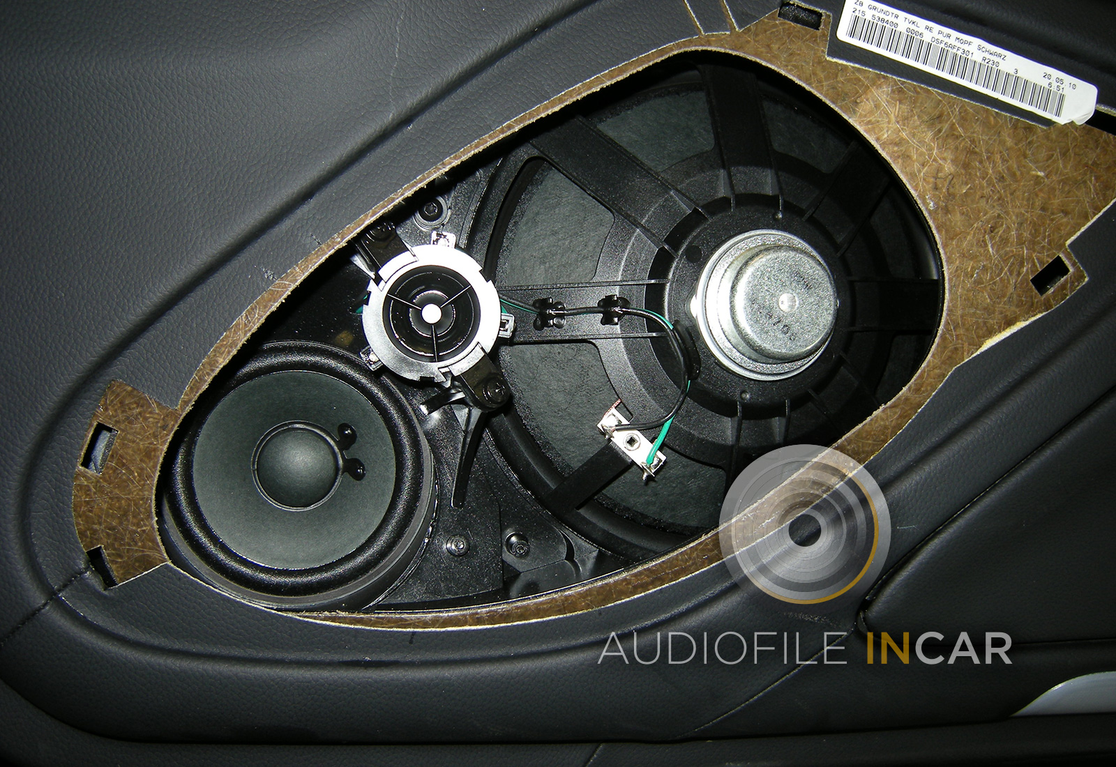 standard Mercedes SL speaker arrangement