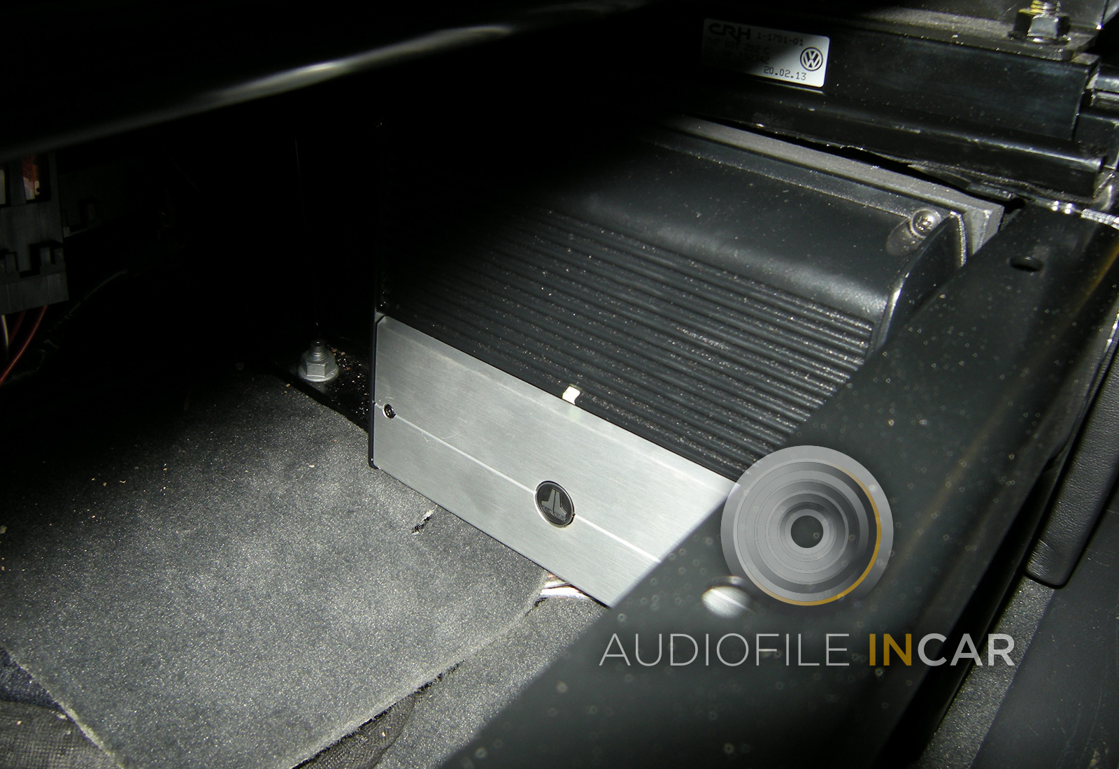 This image shows the JL XD 500/3 Mk2 neatly bolted to an MDF plinth under a T5 passenger seat.